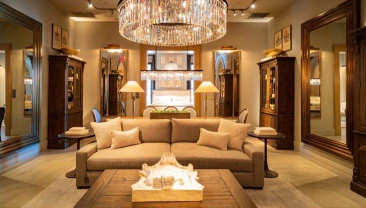 バフェットが出資する高級家具「RH」、ビジネスモデルと戦略に迫る